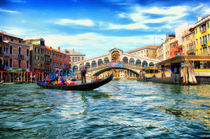 Rialto Beautiful Arch Bridge in Venice City Italy Wallpaper