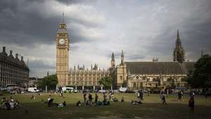 Big Ben Clock Tower England Tourist Place Wallpaper