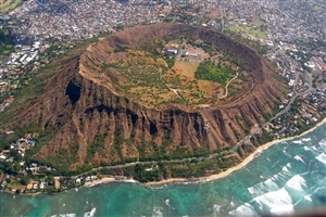 Diamond Head State Monument in Hawaii City of United States Wallpaper