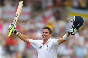 Kevin Pietersen England Cricket Player Celebrate after make Century in Test Wallpaper