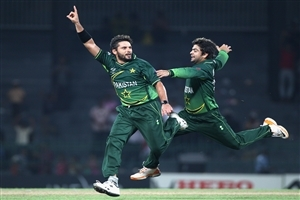 Shahid Afridi Pakistani Player Celebrates after Take Wickets Wallpapers
