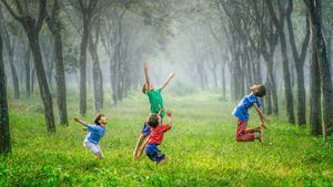 Children Playing Together Wallpaper