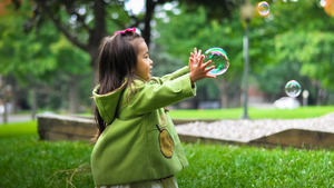 Pretty Girl Playing with Water Bubble HD Wallpaper