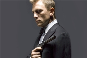 Daniel Craig Popular English Actor with Gun Wallpaper