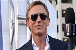 Daniel Craig in Goggles Famous Actor HD Wallpaper