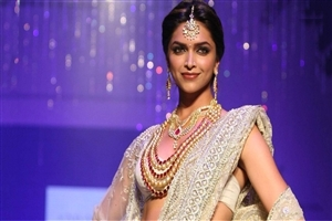 Popular Bollywood Actress Deepika Padukone in Saree During Ramp Walk HD Photos