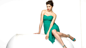 Pretty Famous Actress Deepika Padukone Wallpaper
