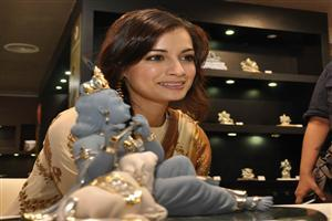 Dia Mirza at Giantti Store