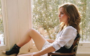 Sexy Legs of Emma Watson Actress Images