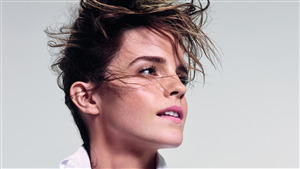 Short Hair Style of Emma Watson Actress Photo