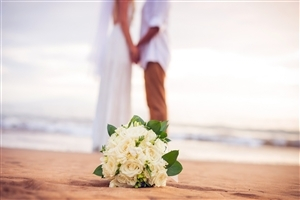 Beautiful Flowers Bouquet of Romantic Couple Wallpaper