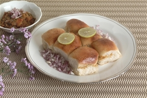 Bread Pav and Onion Pices Food Dish Images