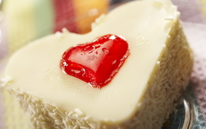 Heart Shape White Cream Cake Photo