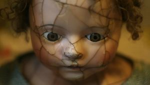 Broken Face Doll Horror HD Wallpaprs