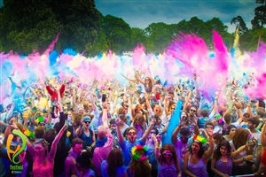 Peoples Celebrating Holi Festival of Colors Wallpapers