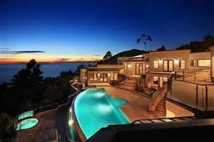 Luxury House with Swiming Pool Photo