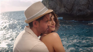 Hrithik Roshan Romance with Vaani Kapoor in Film War