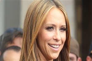 Famous American Celebrity Jennifer Love Hewitt in Cute Smile HD Wallpaper