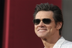 Jim Carrey Popular Canadian American Actor in Goggles Wallpaper