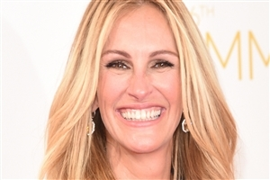 Cute Smile of Julia Roberts HD Wallpapers