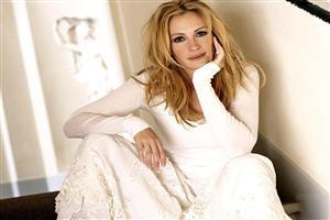 Julia Roberts in White Cloth