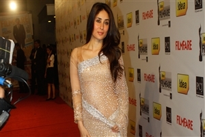 Beautiful Actress Kareena Kapoor in Saree HD Wallpapers