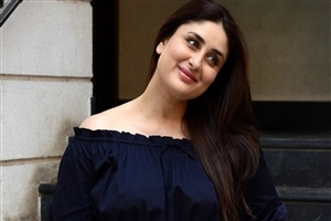 Cute Smile of Kareena Kapoor Actress