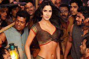 Cute Actress Katrina Kaif Hot in Chikni Chameli Wallpaper