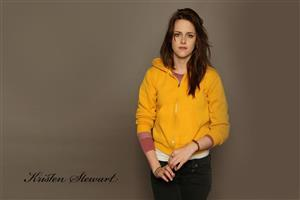 Kristen Stewart Beautiful Hollywood Actress in Yellow