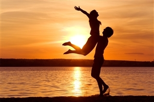 Romantic Couple on Beach HD Photos