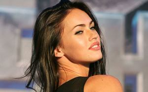 Pretty Cute Actress Megan Fox Wallpaper