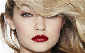 Gigi Hadid American Model in Red Lips Wallpaper