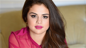 Selena Gomez in Cute Pink Lips 4K Wallpapers