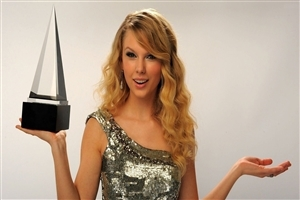 Taylor Swift with Award Singer Celebrities Photos