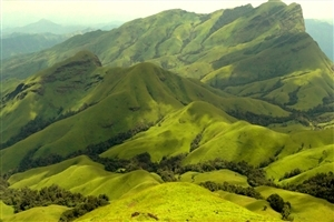 Kudremukh Beautiful Mountain Range in India Wallpaper