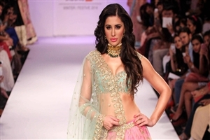 Nargis Fakhri Walks on Ramp Wallpaper