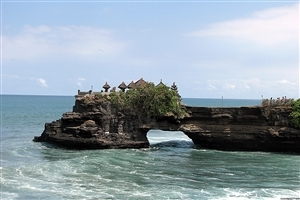 Tanah Lot Tourist Attraction in Indonesia Wallpapers