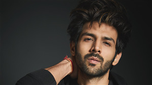 Actor Kartik Aaryan Scenic Wallpaper