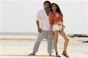 Ranveer Singh with Anushka Sharma on Beach
