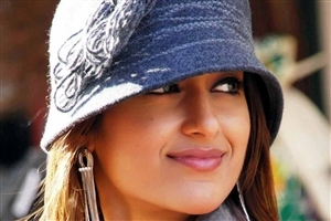 Beautiful Actress Ileana DCruz In Cap