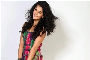 Beautiful Actress Taapsee Pannu HD Wallpaper Background