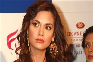 Beautiful Esha Gupta Bollywood Actress
