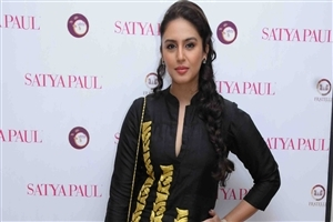 Beautiful Huma Qureshi HD Wallpaper