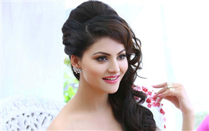 Beautiful Urvashi Rautela HD Wallpaper