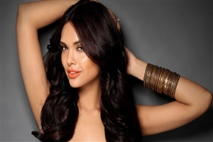 Bollywood Actress Esha Gupta HD Wallpaper
