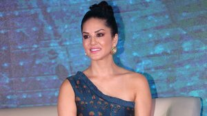 Bollywood Model Girl Sunny Leone HD Wallpaper