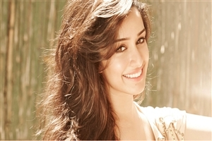 Cute Smile of Beautiful Bollywood Actress Shraddha Kapoor HD Wallpapers