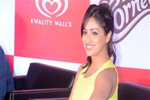 Cute Smile of Yami Gautam HD Wallpapers