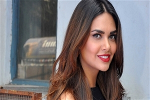 Esha Gupta in Red Lips HD Photo