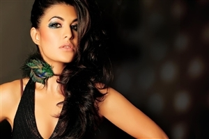 Hot Actress Jacqueline Fernandez in Hair Style